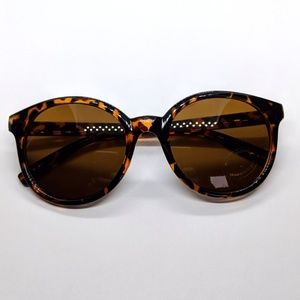 Accessories - Nwt Classic tortoiseshell sunnies